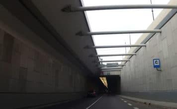 Zachowanie kierowcy w tunelu - Kierowca się szkoli