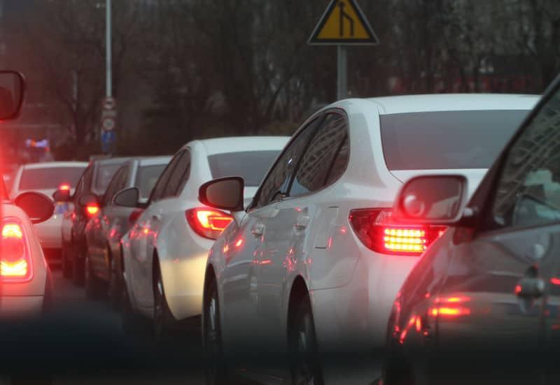 Dzień grzeczności za kierownicą, czyli jak być kulturalnym na drodze - Kierowca się szkoli